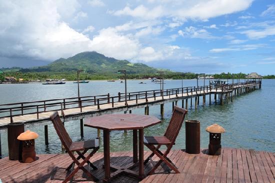 Kima Bajo Resort & Spa, Manado : Jetty and dock