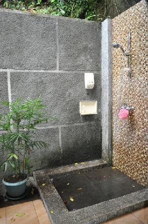 Lembeh Resort: Outdoor Shower - Lembeh