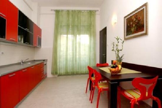 R Club Apartments : LUX APP 107