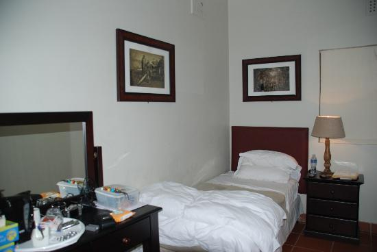 The George Hotel, Eshowe: Bed with Peter's artwork