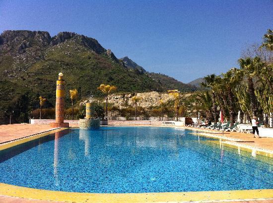 La piscina esterna dell 39 hotel olimpo con annesso solarium foto di hotel olimpo letojanni - Hotel con piscina catania ...