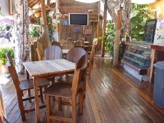 Koox City Garden Hotel: Le Cafe Cyn next to Posada Las Iguanas