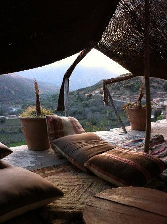 Ouirgane, Fas: Berber Tent and view of valley