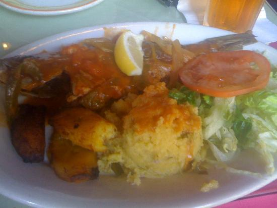 Cuzzin's Caribbean Restaurant and Bar: Fried Red Snapper