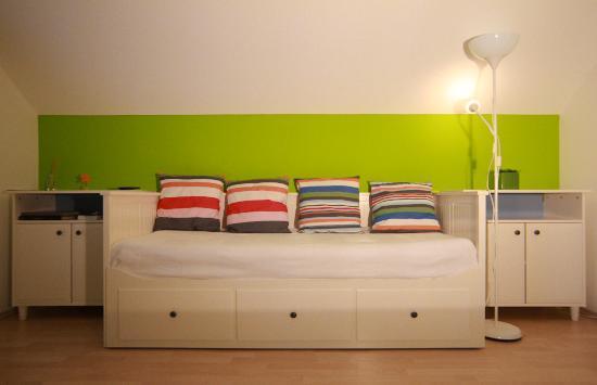 Apartments Sasha : Green living room
