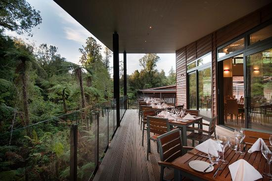 Te Waonui Forest Retreat: Te Waonui Canopy Restaurant Terrace