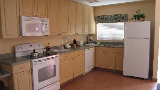 Orbit One Vacation Villas: Kitchen