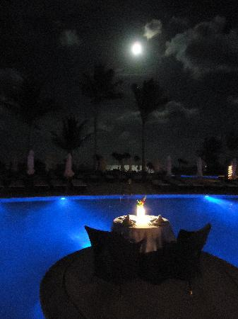 Secrets Maroma Beach Riviera Cancun: moonlight table by the pool