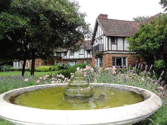Hotel L'Auberge: Hotel garden