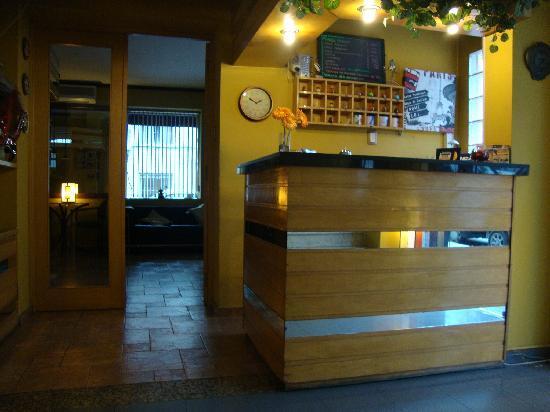 Hotel Iberia: Recepción
