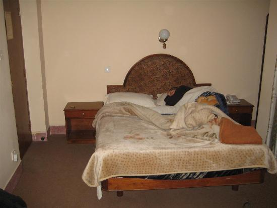 Hotel Ganesh Himal: bed - with me in it