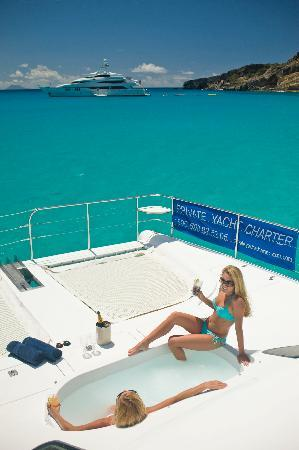 Private Yacht Charter SXM: Saint polly girl hot tub