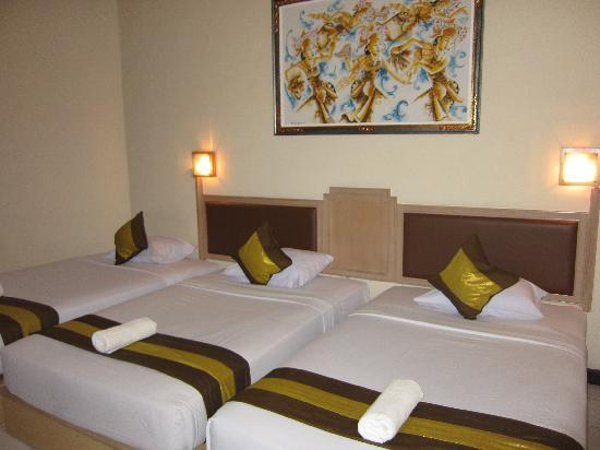 Hotel The Flora Kuta Bali: 3 single beds