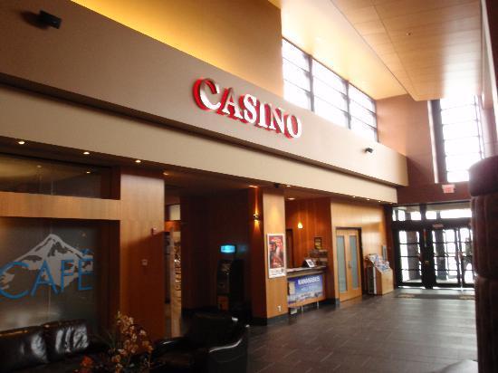 Stoney Nakoda Resort & Casino: THE LOBBY