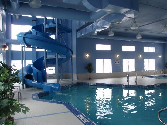 Stoney Nakoda Resort & Casino: THE POOL