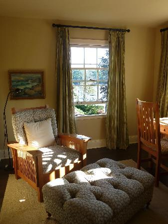 The Pebble Bed & Breakfast: Sitting Area in Armview room
