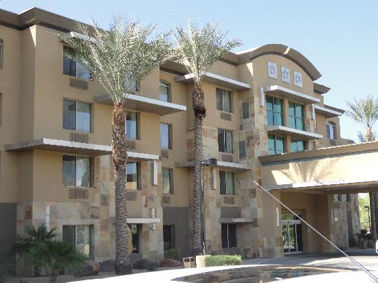 Holiday Inn & Suites Scottsdale North - Airpark : Outside of Hotel