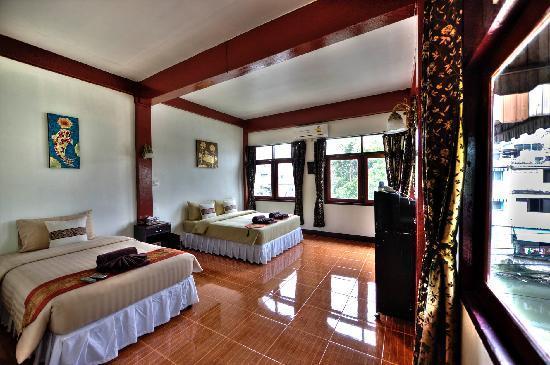 Queen Suriya's Castle: Pano Room of The Mango Room