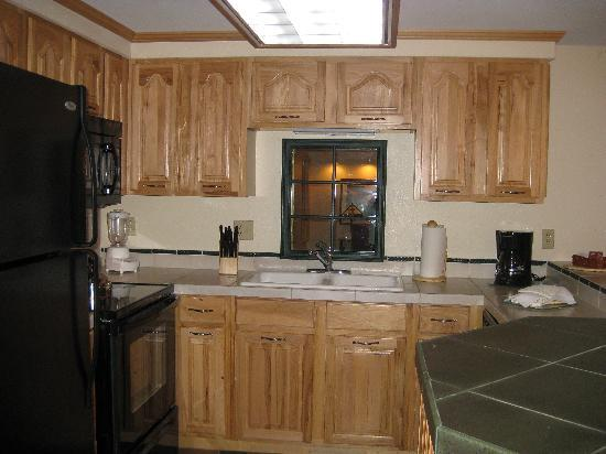 Lakeside Terrace: Kitchen
