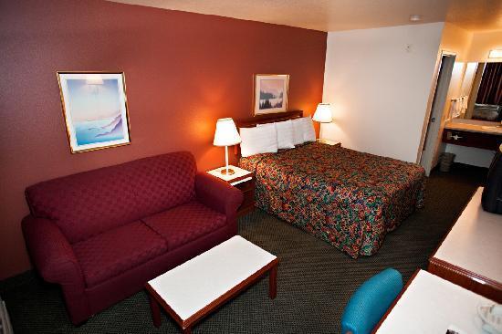 GuestHouse Inn Yakima: Guestroom