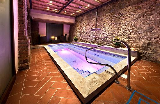 Villa Lecchi Residenza D'epoca: indoor pool  with jets