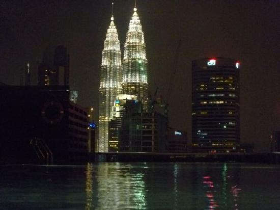 Somerset Ampang Kuala Lumpur: Swimmingpool at night