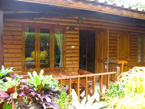 Tonsak Resort : entrance to our room