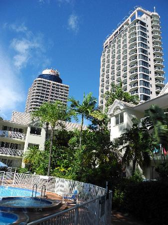 Surfers Tradewinds: the poolside