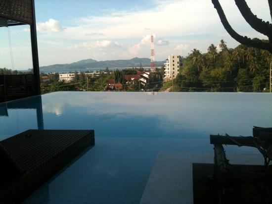 รีสอร์ทเดอะควอร์เตอร์ภูเก็ต: The view from our bed