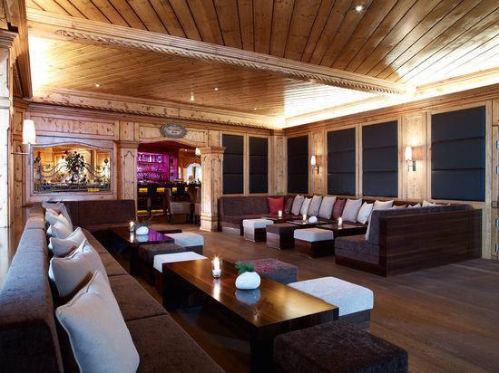 Interalpen-Hotel Tyrol: Kaminbar Lounge