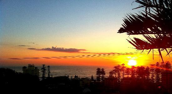 MANLY BEACH VIEW BED AND BREAKFAST: sunrise view from balcony