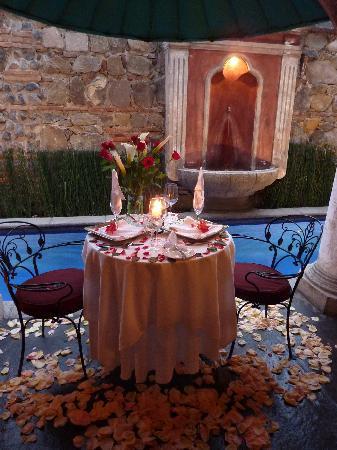 Meson Panza Verde : Romantic table