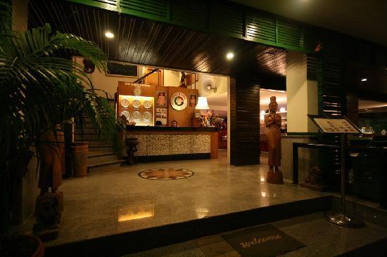 Hotel de Karon: Reception@Night