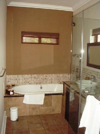 Manor 38: Bathroom