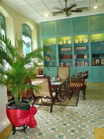The Majestic Malacca: Bibliothek