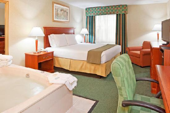 Holiday Inn Express Birch Run (Frankenmuth Area) : King Jacuzzi