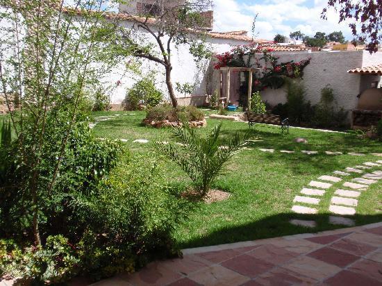 Hotel Villa Antigua: Garden with all kind of plants and herbs/Jardin con variedad de plantas en hierbas