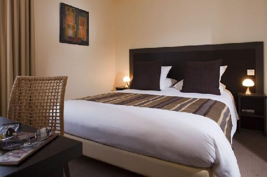 Hotel Le Relais Saint Jacques : photo chambre cour
