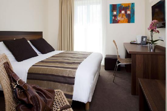 Hotel Le Relais Saint Jacques : chambre côté port