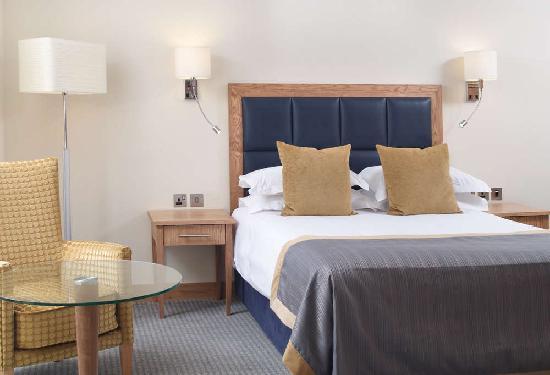 Milton Common, UK: The Oxford Belfry Deluxe Double Bedroom