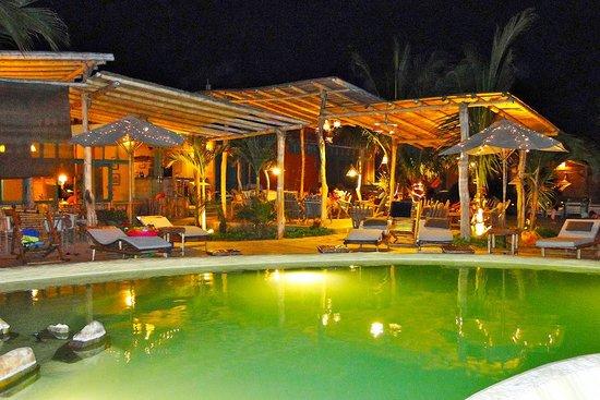 La Posada de los Tumpis : piscina de noche