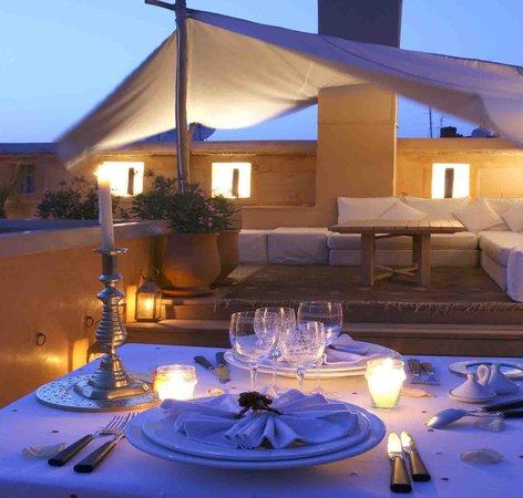 Dar Housnia: terrasse le soir