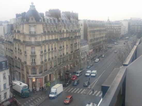 Mercure Paris Arc de Triomphe Etoile: View From Our Suite