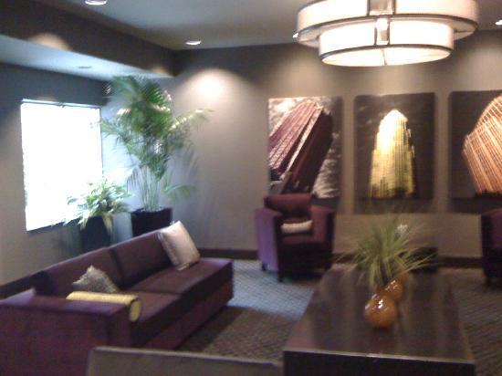 HYATT house Charlotte Center City: 7th floor lounge