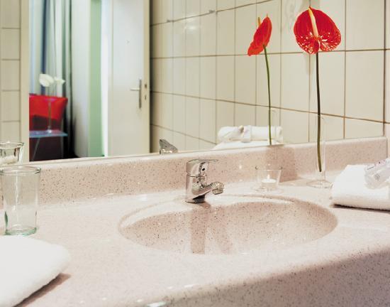 ferrotel Duisburg: Bad im Komfort-Zimmer