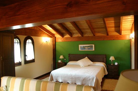 Hotel Lurdeia: Habitacion Eguzki de Casa Rural Lurdeia