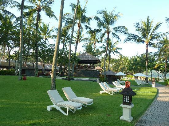 INTERCONTINENTAL Bali Resort: View of Ocean side park