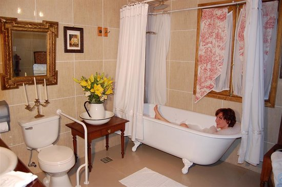 Hotel Vendimia: Baño suite