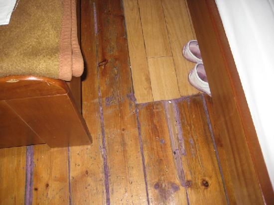 """Hotel Fivos: """"fixed"""" floor"""