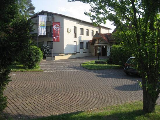 Rotenburg an der Fulda, ألمانيا: Hoteleingang Hotel Landhaus Silbertanne